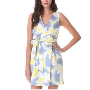 Diane von Furstenberg Printed Wrap Dress Sz 4 EUC